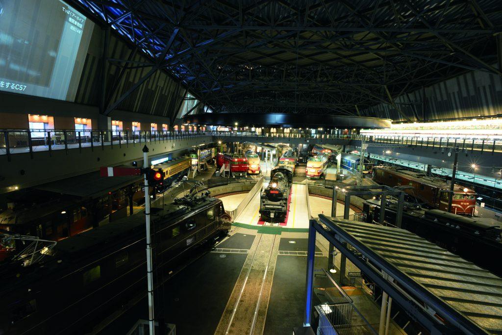 2階から見渡せる「車両ステーション」/鉄道博物館(埼玉県/さいたま市)
