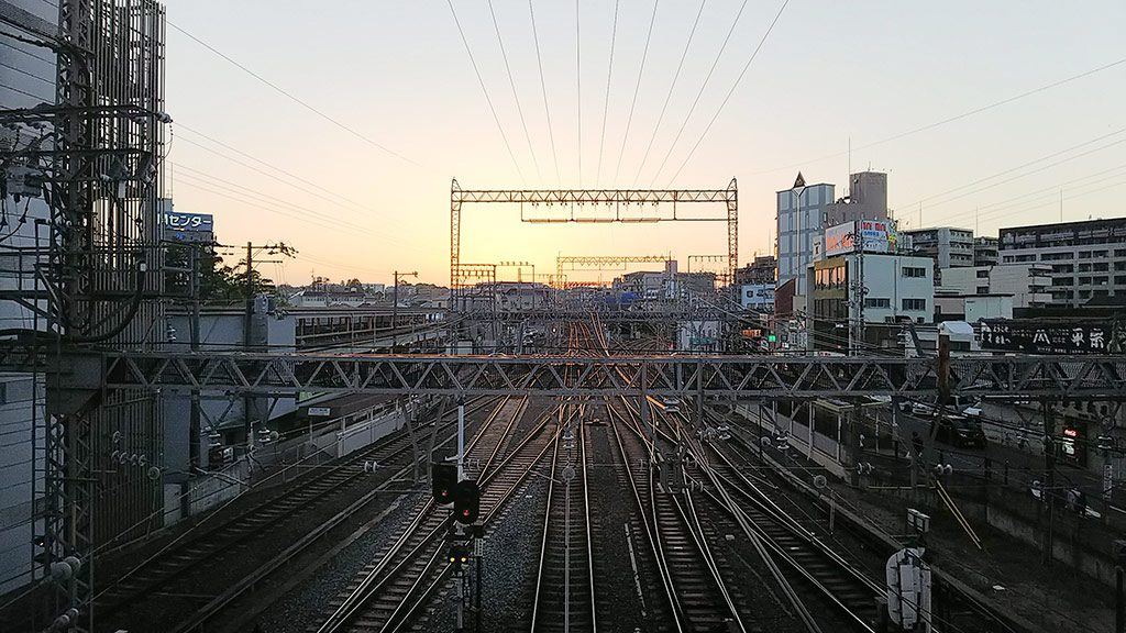 幡・INOUEカウンターからの鉄道風景(奈良市)