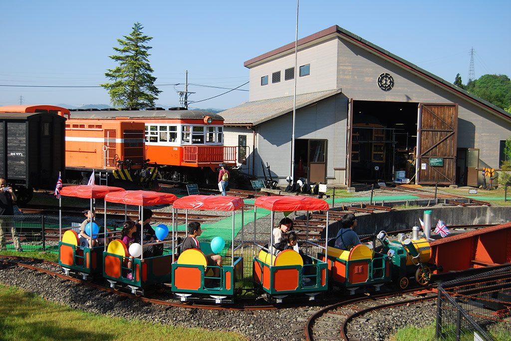 周遊するミニ列車「ロケット号」/加悦SL広場(京都府/与謝郡与謝野町)