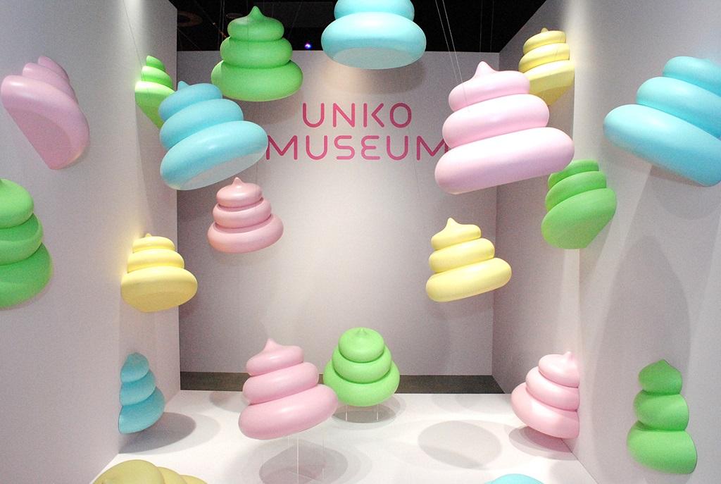記念撮影スポット「フライングうんこ」/うんこミュージアムTOKYO(ダイバーシティ東京)