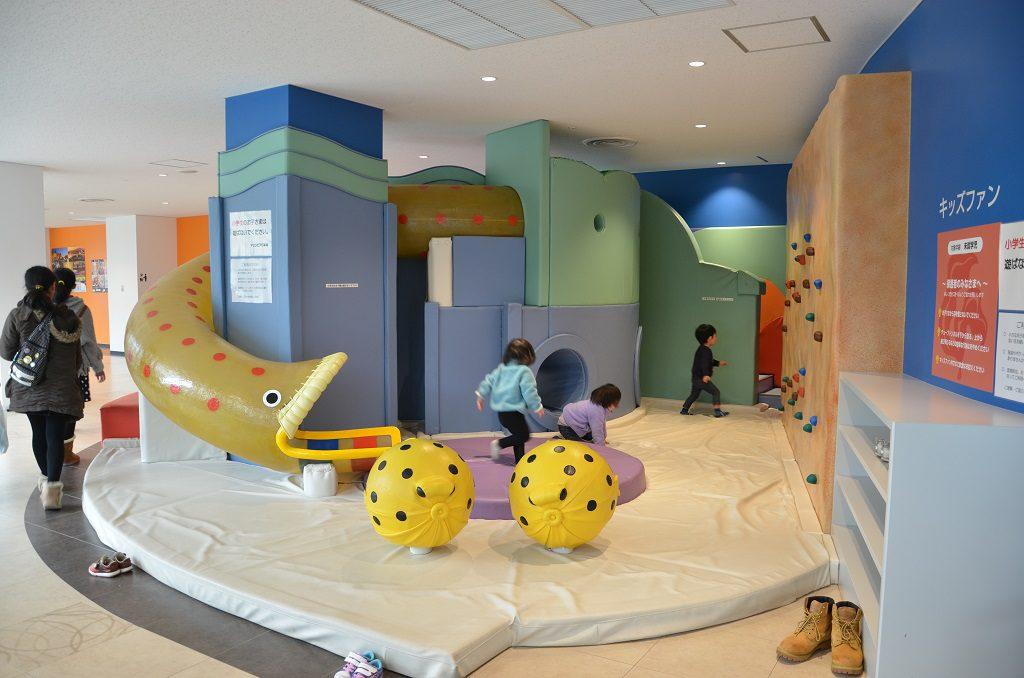 魚をモチーフにした遊具があるキッズスペース/新潟市水族館マリンピア日本海(新潟県/新潟市)