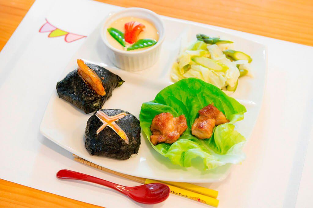 きれいにお皿に並べる/東京ガス キッズインザキッチン 親子クラス