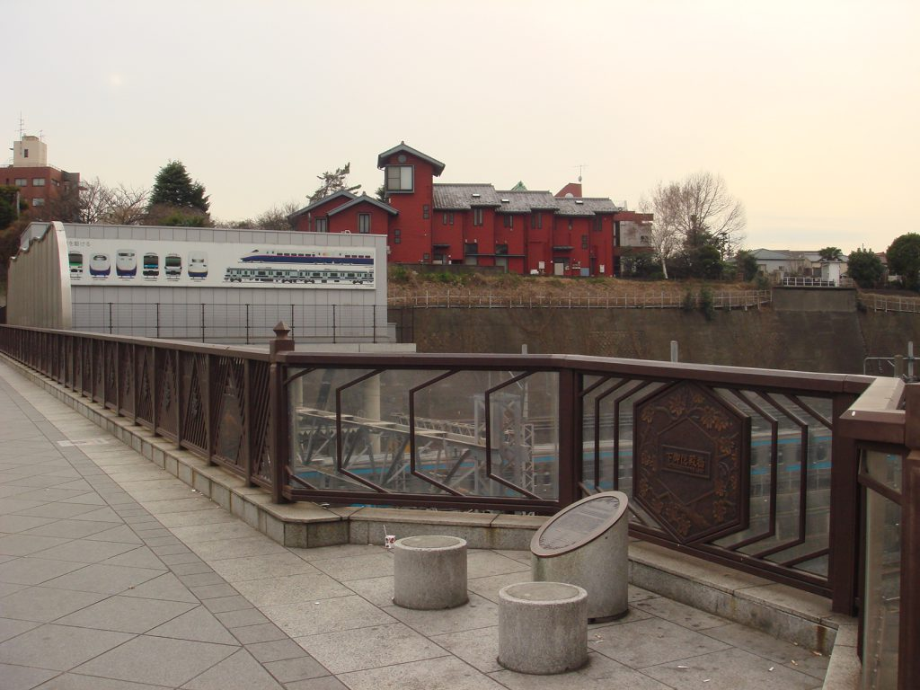 ここで見える車両のイラストも/下御隠殿橋(トレインミュージアム)(東京都/荒川区)