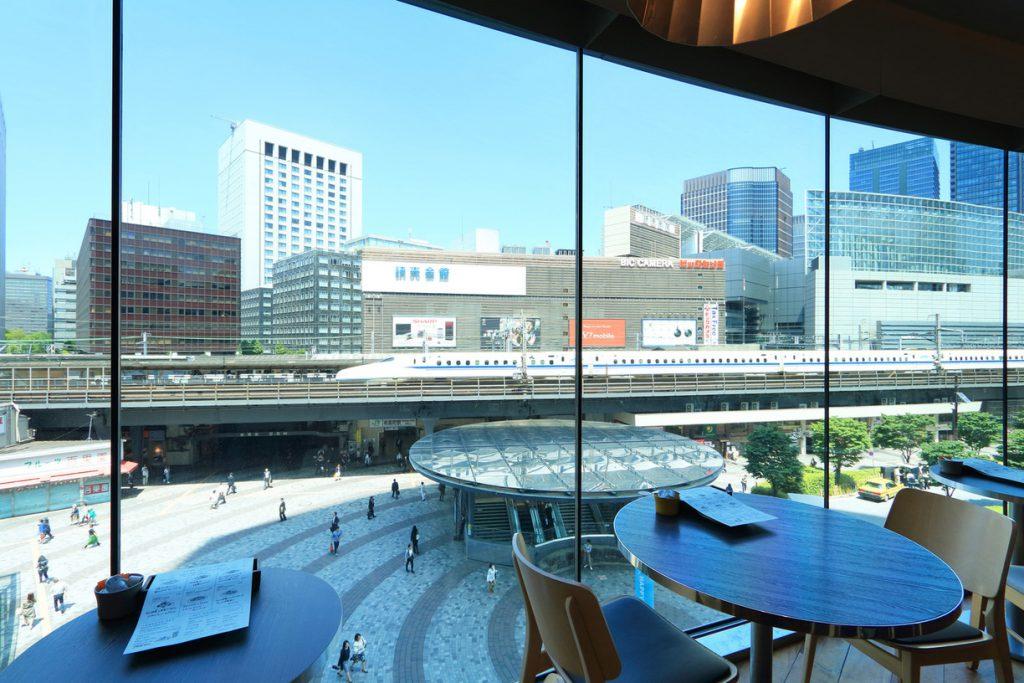 トレインビューの窓側席/Café Restaurant Skew(東京都/千代田区)