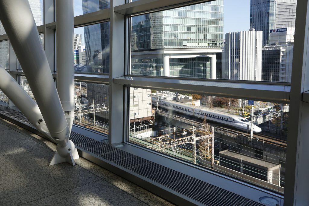 新幹線が見えるガラス棟7階/東京国際フォーラム ラウンジ(東京都/千代田区)