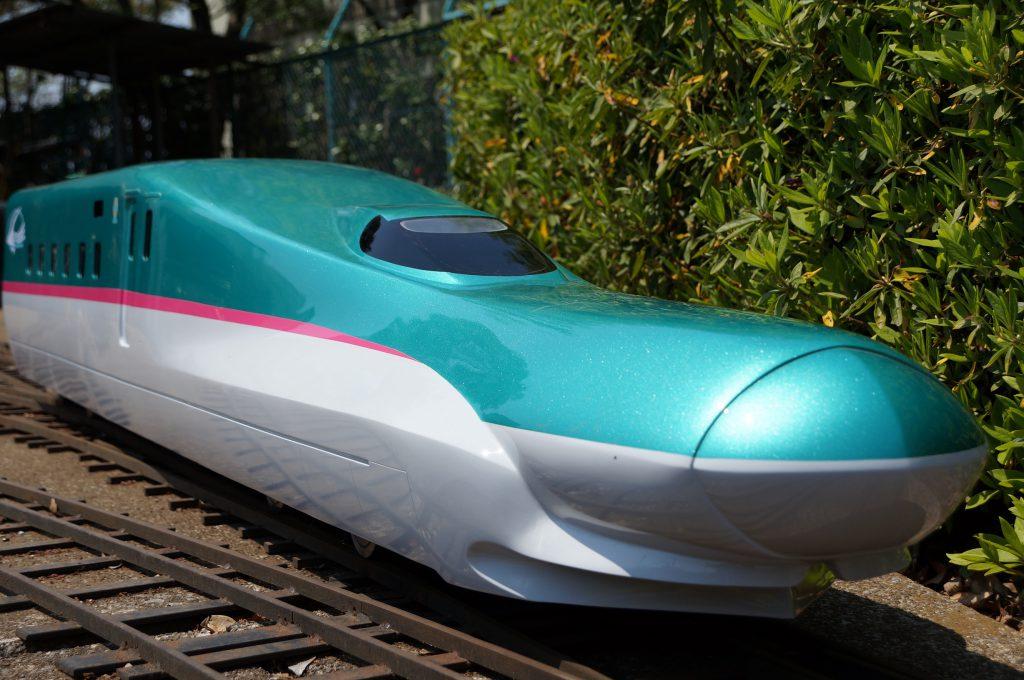 本物そっくりミニ新幹線E5系はやぶさ/市川市動植物園(千葉県/市川市)