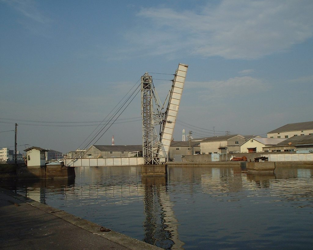 船舶航行のため上昇した可動橋/末広橋梁(三重県/四日市市)
