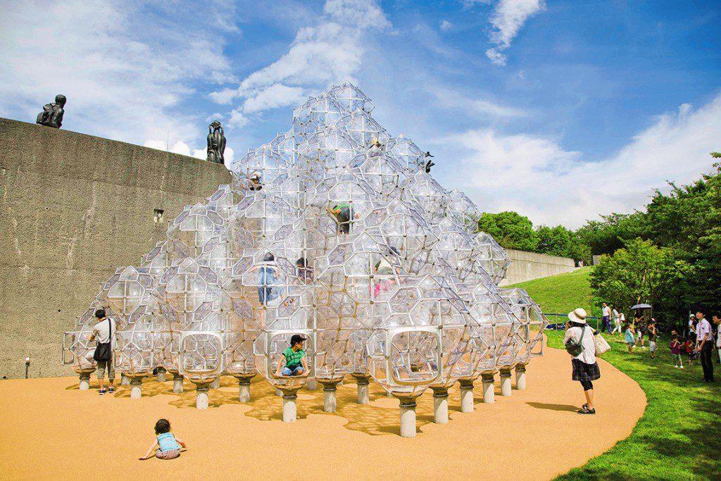 遊べるアート「しゃぼん玉のお城」/彫刻の森美術館(神奈川県/箱根町)