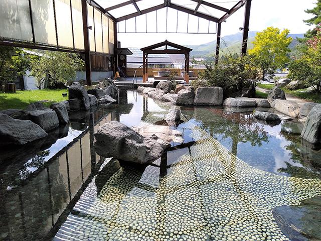 水着で楽しむ約100畳の大露天風呂/池の平ホテル(長野県/立科町)