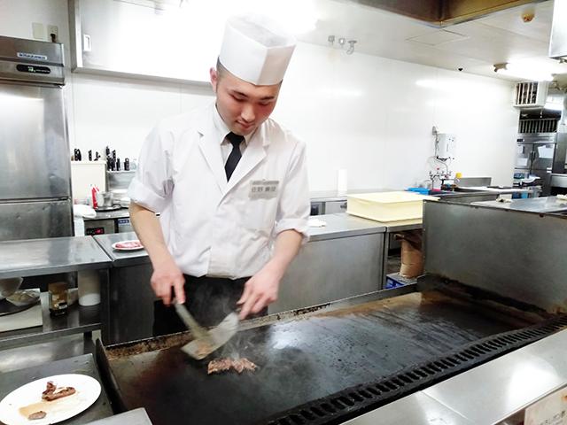 目の前で調理してくれるライブキッチンも/池の平ホテル(長野県/立科町)