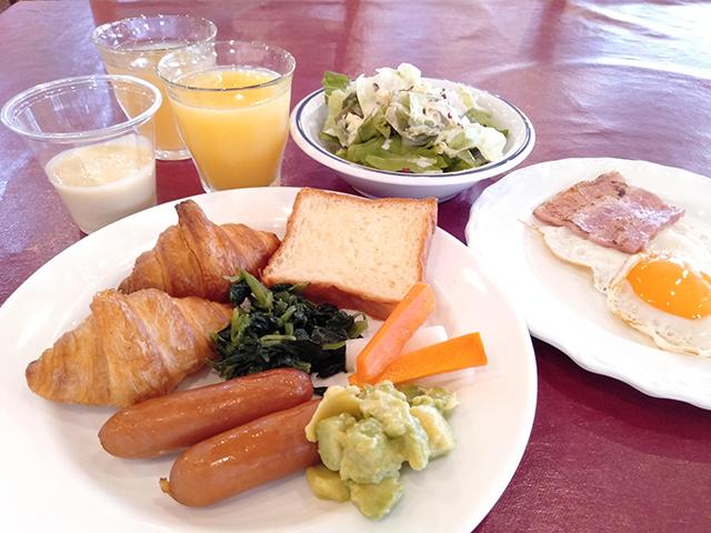 景色とともに楽しむ朝食バイキング/池の平ホテル(長野県/立科町)
