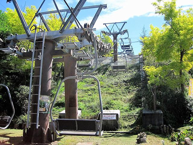 「ふくろうの杜」へ向かう展望リフト/池の平ホテル(長野県/立科町)