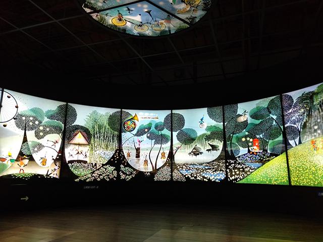 全長30mの白樺湖の四季を表現した影絵/池の平ホテル(長野県/立科町)