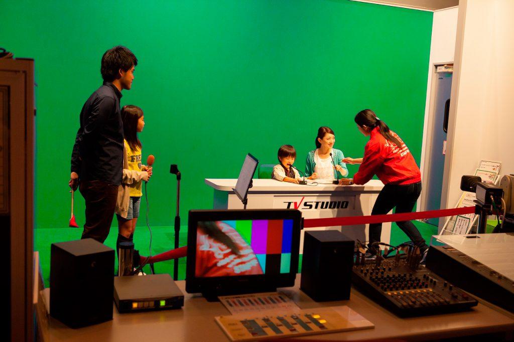 ニュース番組の世界を体験/キッズプラザ大阪