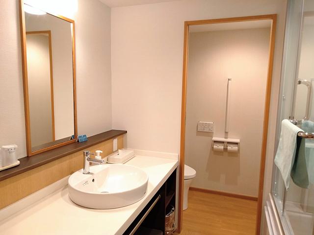 清潔感のある洗面・トイレ/池の平ホテル(長野県 白樺湖畔)