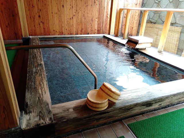 岩と檜の露天風呂も/池の平ホテル(長野県 白樺湖畔)