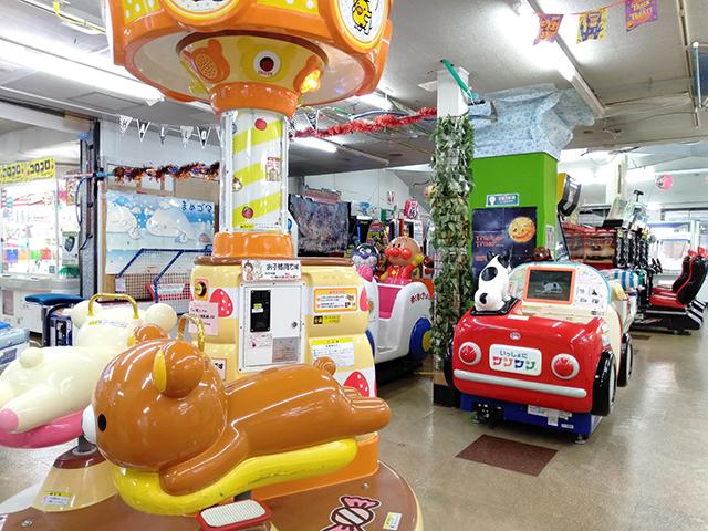 ゲームコーナーの幼児向けの乗り物/池の平ホテル(長野県 白樺湖畔)