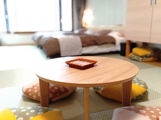 畳の上でお茶菓子を楽しめるコーナー/池の平ホテル(長野県 白樺湖畔)