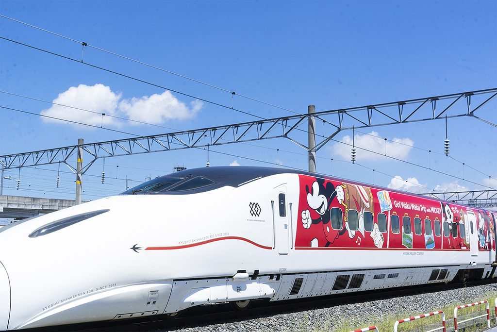 ミッキーマウス&ミニーマウスデザインの「JR九州 Waku Waku Trip 新幹線」