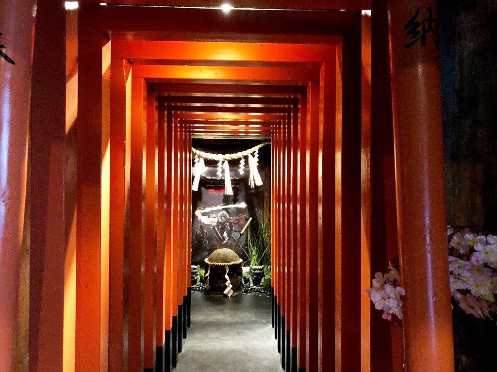 手裏剣道場 新宿 忍者からくり屋敷の赤い鳥居(東京都/新宿区)