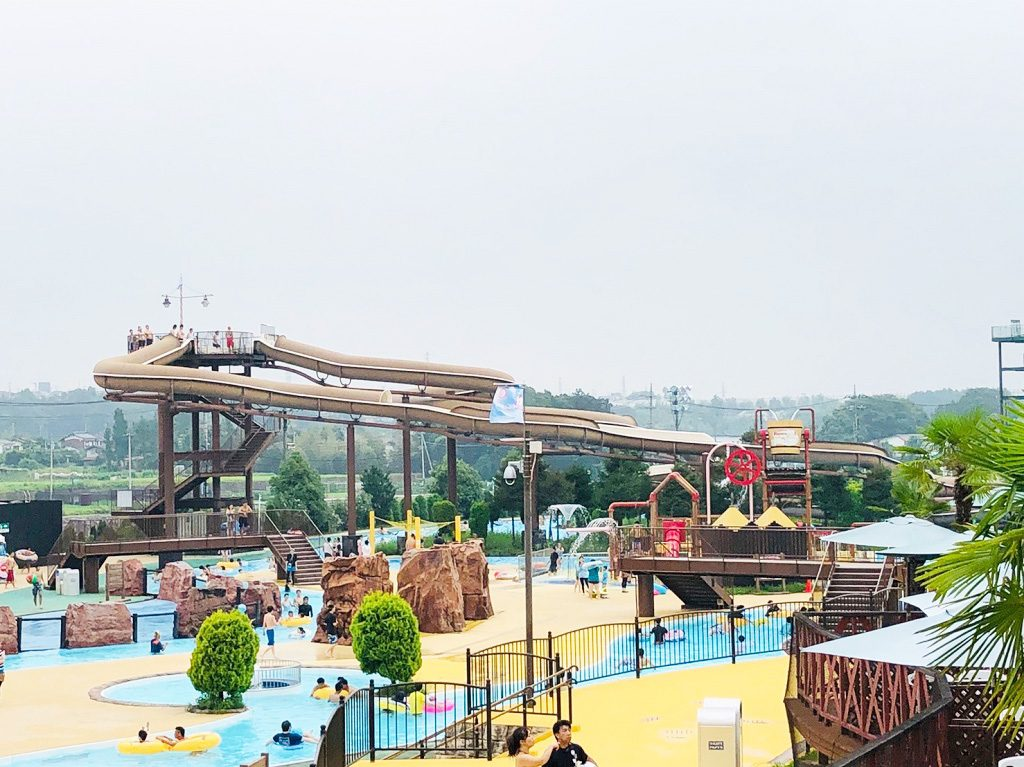 屋外プールのウォータースライダーや流れるプール/東京サマーランド(東京都/あきる野市)