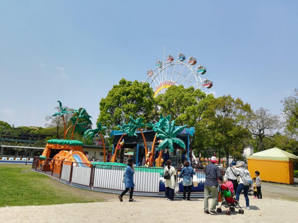観覧車もある遊戯施設ゾーン/熊本市動植物園