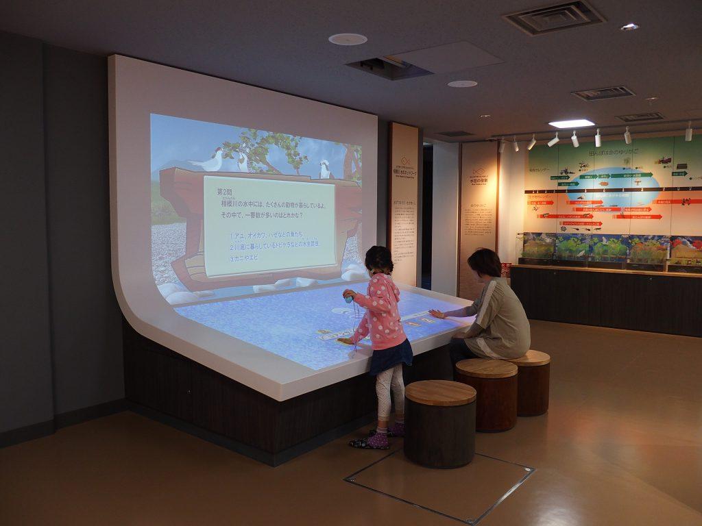 自然と川について学べるタッチパネルやクイズもある/相模川ふれあい科学館(神奈川県/相模原市)