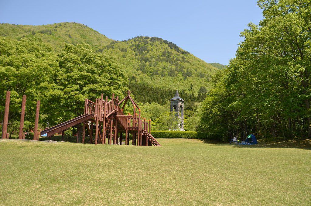 多目的広場の巨大アスレチック/箱の森プレイパーク(栃木県/那須塩原市)