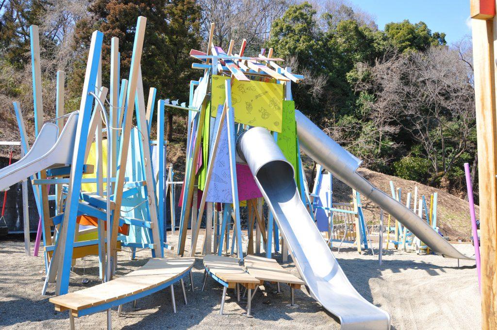 ジャングルジムとすべり台を組み合わせたような個性的な遊具/観音山公園ケルナー広場(群馬県/高崎市)