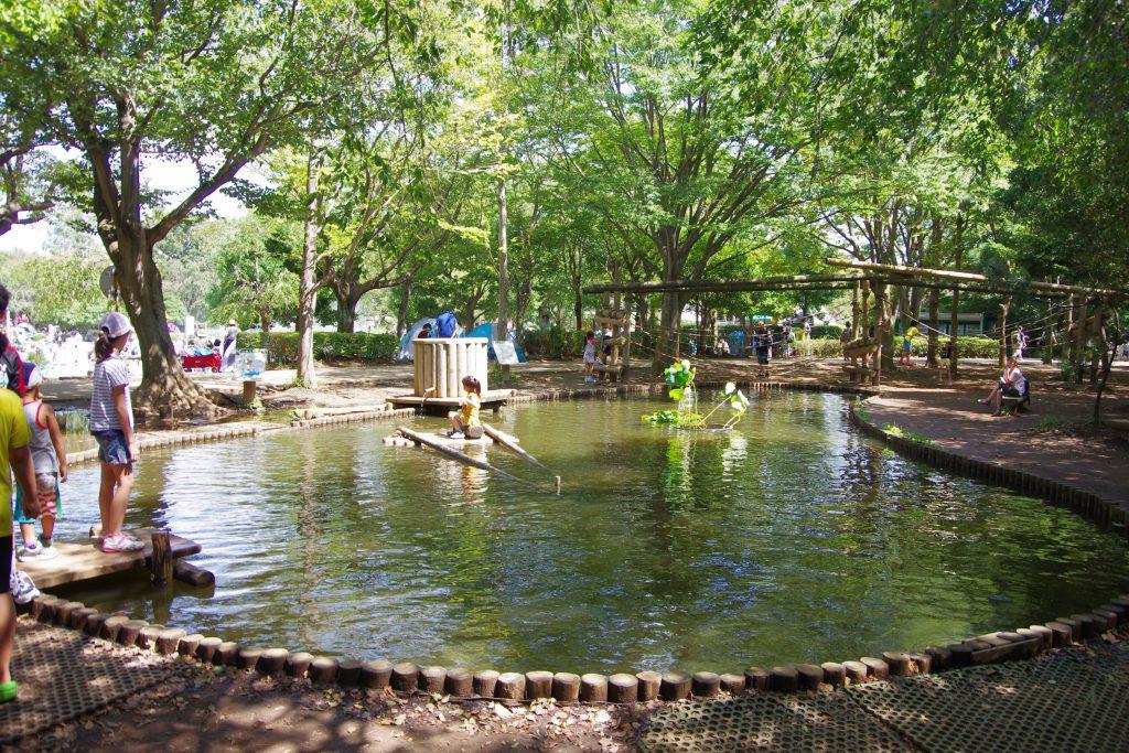 イカダを漕いで池を一周/ふなばしアンデルセン公園(千葉県船橋市)