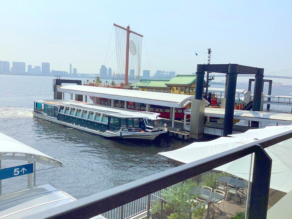 日の出桟橋から見る水上バス(東京都/港区)
