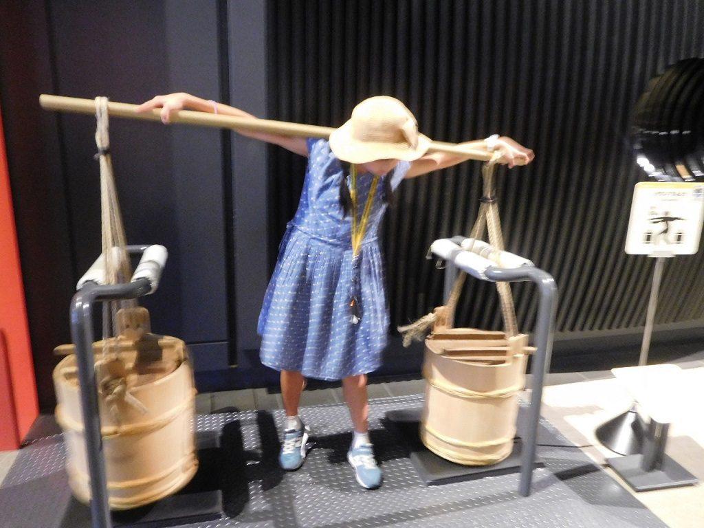 肥桶をかつぐ体験/江戸東京博物館(東京都/墨田区)