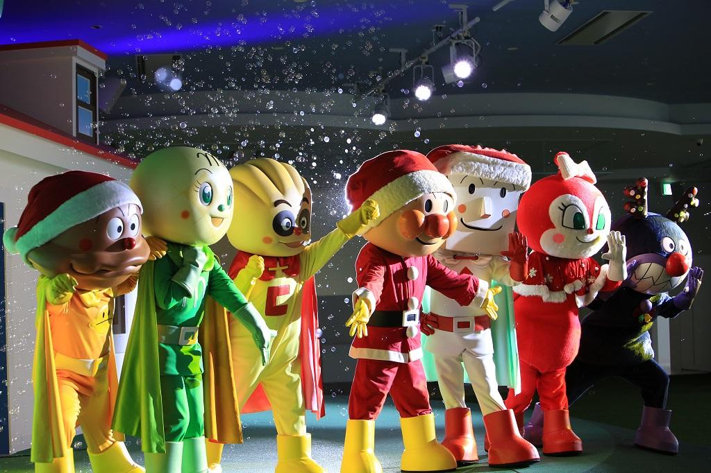 サンタクロースの姿のアンパンマンと仲間たち/横浜アンパンマンこどもミュージアム(神奈川県/横浜市)