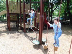 アスレチックで遊ぶ子どもたち/都立石神井公園(東京都/練馬区)
