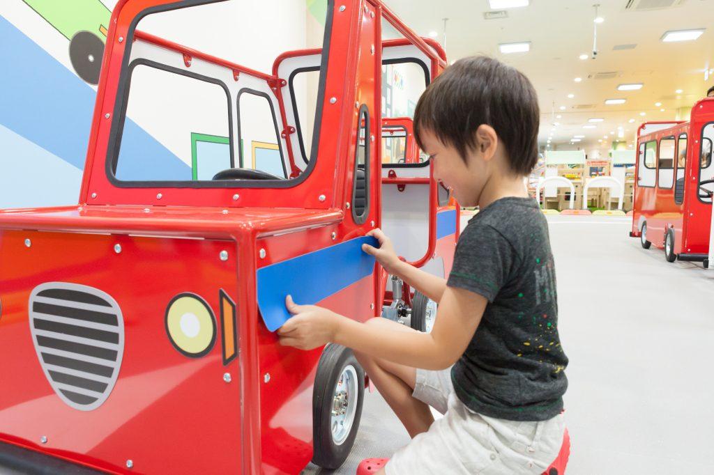 オリジナルカーに乗って運転/あそびパークPLUSイオンレイクタウン店(埼玉県/越谷市)