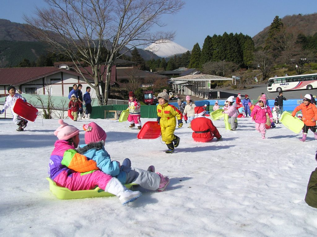 冬季限定の「雪・そり遊び場」/箱根園(神奈川県箱根町)