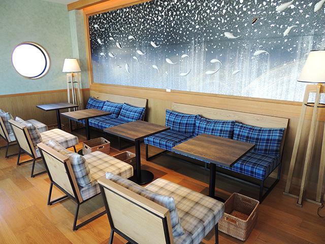 2階のソファー席/LOCO MARINO COFFEE(静岡県/沼津市)