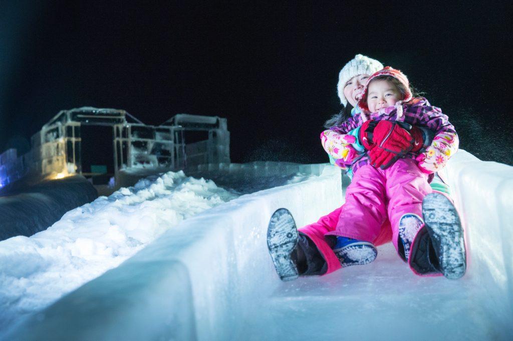 アイスヴィレッジの人気スポット「氷の滑り台」/星野リゾート トマム(北海道/占冠村)