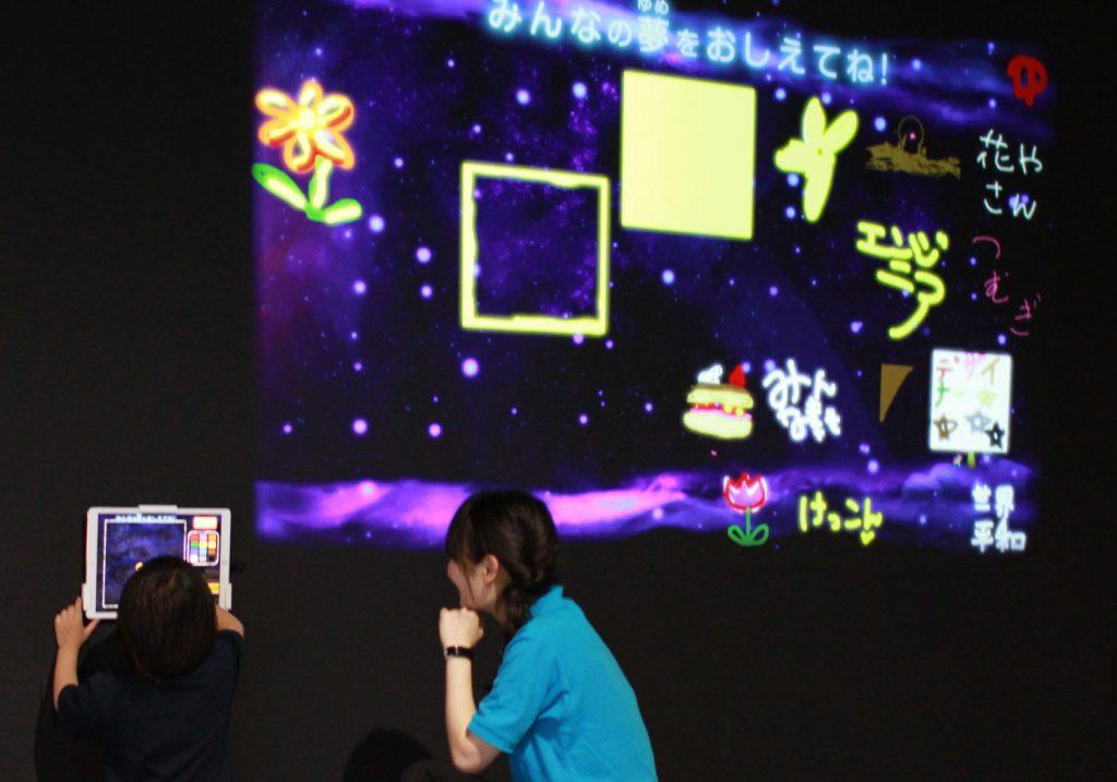 デジタル黒板「LITTLE PLANET WALL」/リトルプラネットららぽーと沼津(静岡県/沼津市)