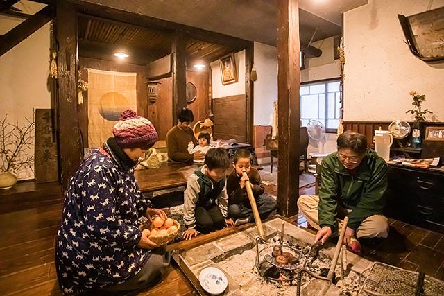 囲炉裏のある居間/農家民宿 具座(佐賀県/佐賀市)