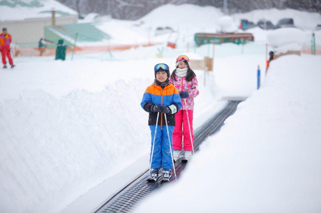 初心者レッスンゾーンのスノーエスカレーター/富良野スキー場(北海道/富良野市)