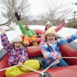 家族でスノーラフティング&バナナボート!キッズパークで雪遊びもできるスキー場など9選