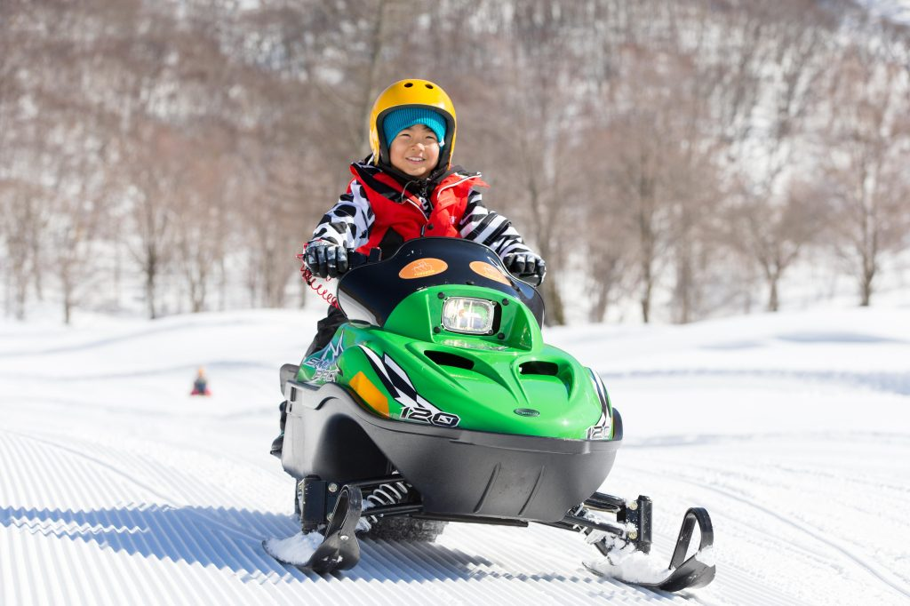 5歳から乗れるスノーモービル体験/タングラムスキーサーカス(長野県/上水内郡信濃町)