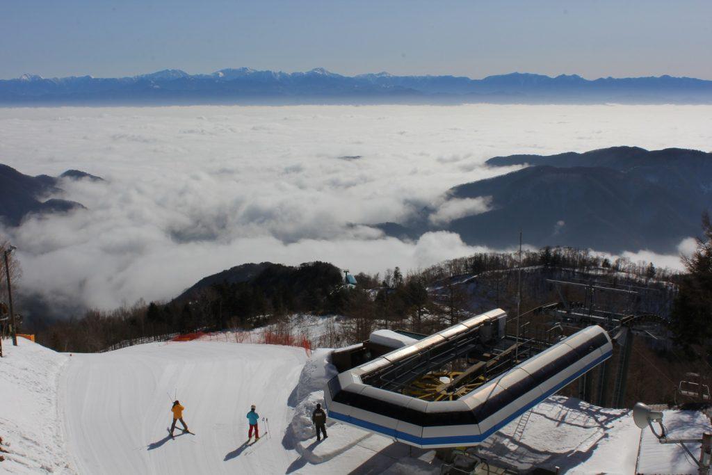 標高1600m「パノラマコース」スタート地点からの景色/ヘブンスそのはらSNOW WORLD(長野県/阿智村)