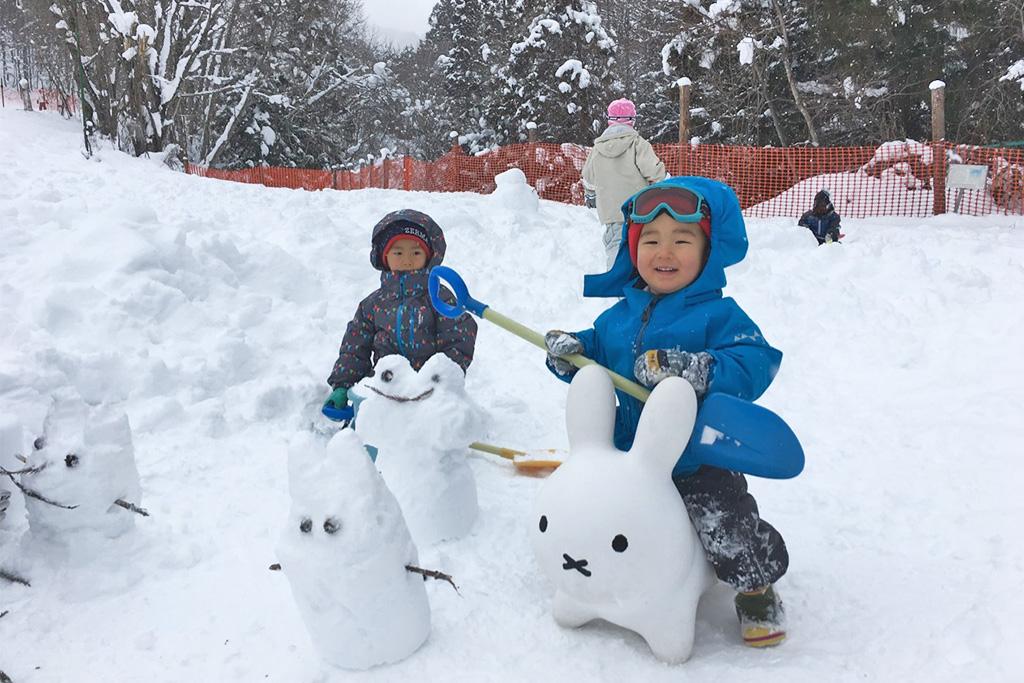 ミッフィーの乗り物にのる子ども/かたしな高原スキー場(群馬県/利根郡)