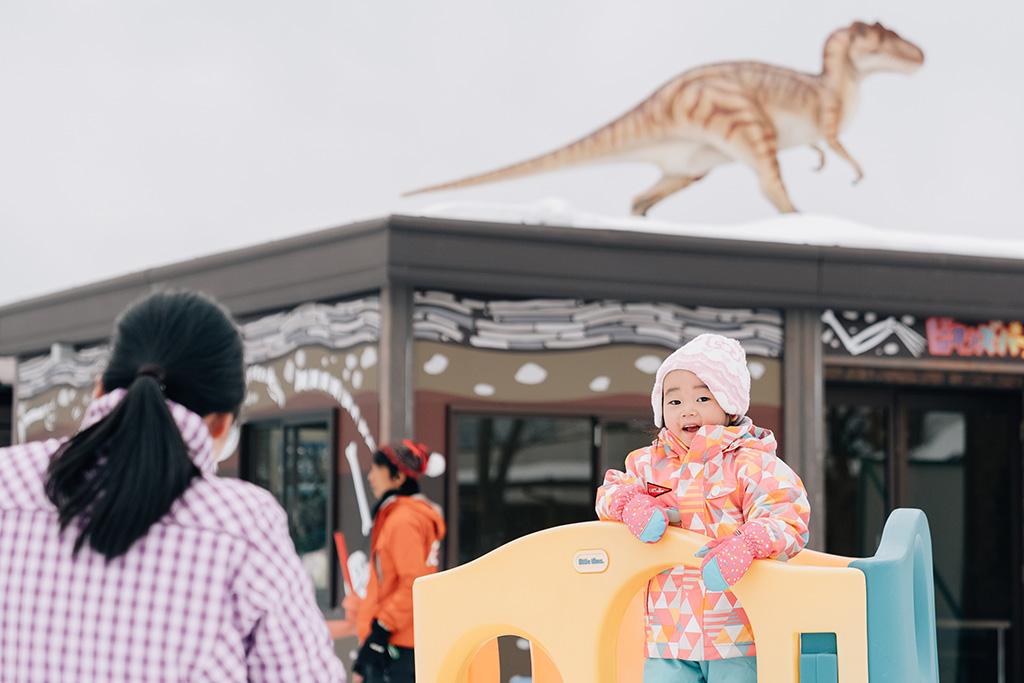 遊具で遊ぶ子ども/スキージャム勝山(福井県)