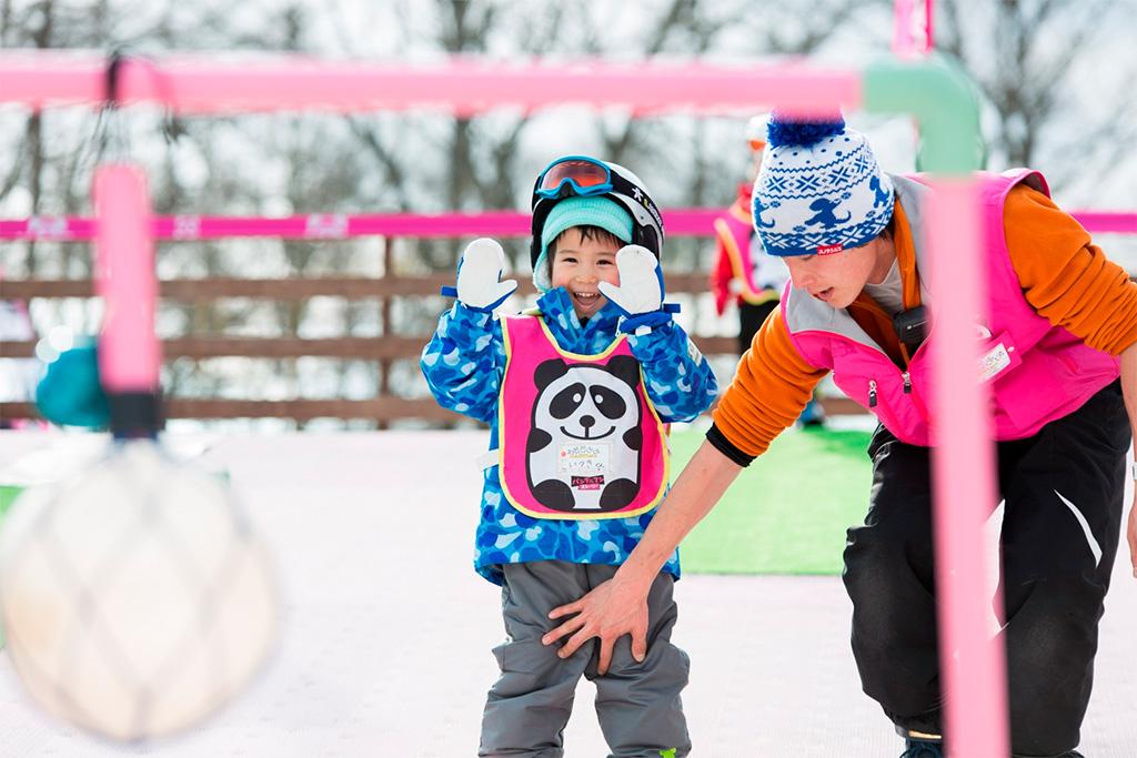 スキーレッスンを受ける子ども/軽井沢プリンスホテルスキー場(長野県/北佐久群)