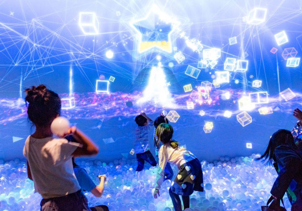 光と音のデジタルボールプール「ZABOOM」/リトルプラネット KITE MITE MATSUDO(千葉県/松戸市)