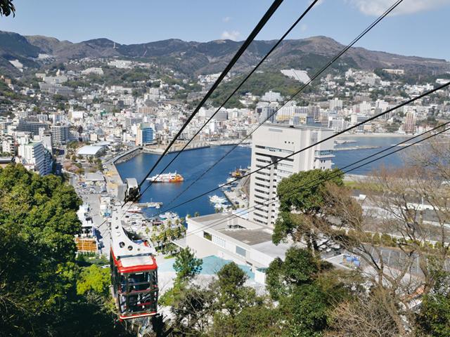 熱海湾近くから八幡山山頂まで昇る/アタミロープウェイ(静岡県熱海市)
