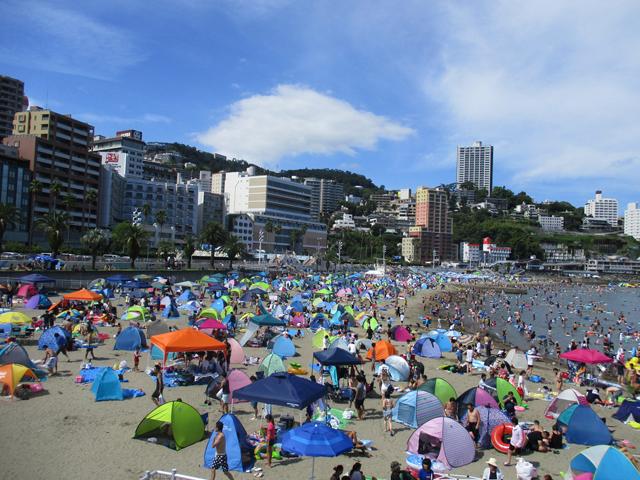 南国リゾート風ビーチは家族連れに人気/熱海サンビーチ(静岡県熱海市)